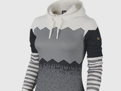 Nike Women's Pro Hyperwarm Fitted Engineered Print Pullover Hoodie