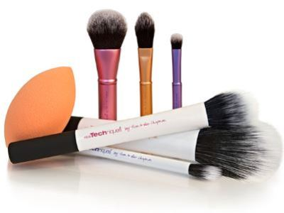 Real Techniques Is Giving Away A Set Of Free Brushes Every Friday On Facebook